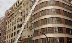 Los bomberos intervinieron con rapidez para evitar un desprendimiento.