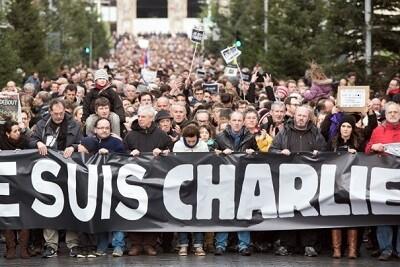 Manifestación por la revista satírica con varios de sus empleados a la cabeza. (Foto-AFP)