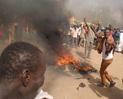 Manifestantes musulmanes protestan por las caricaturas de Mahoma. (Foto-AP)