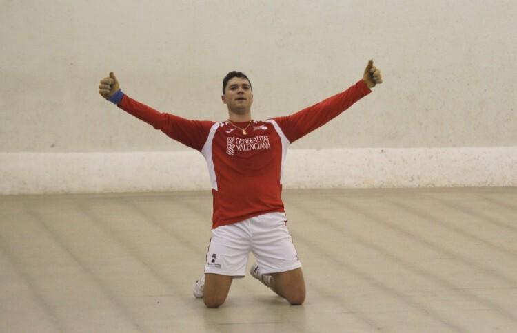 Marrahí, celebrando el título de campeón del Individual de 2014