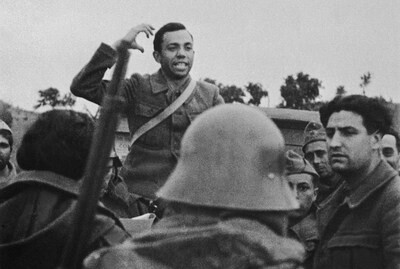 Miguel Hernández en una foto de 1936.