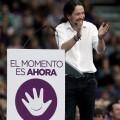Pablo Iglesias saluda a los asistentes momentos antes de comenzar su intervención. (Foto-Agencias)