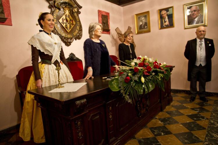 Paqui Ortiz, Amparo Fabra y Diego Ordaez al inicio de las investiduras