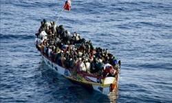 Patera con inmigrantes.