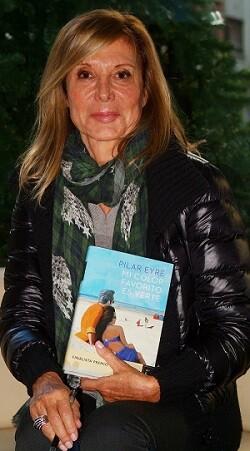 Pilar Eyre con su premiada novela. (Foto-VLCNoticias).