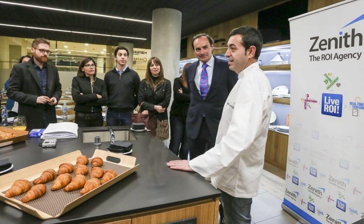 José María Rubert, Consejero Director General de Zenith Valencia, el chef valenciano Ricard Camarena y algunos de los asistentes a la jornada de Marketing de Resultados