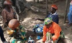 Preparación del pombe, la bebida tradicional de Mozambique. (Foto-Agencias)