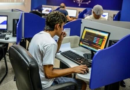 Sala pública de internet en Cuba. (Foto-AFP)