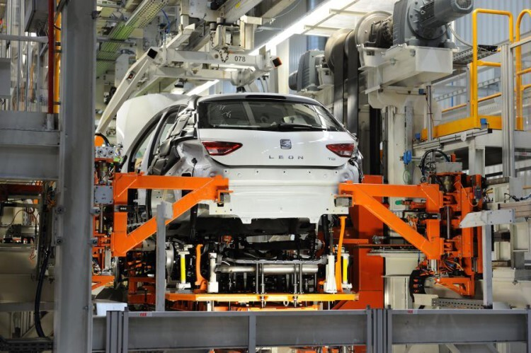 SetRatioSize900650-Production-of-SEAT-Leon-at-Martorell-plant1