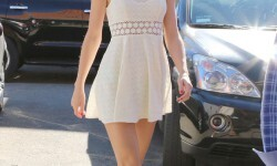 Super-Leggy-Taylor-Swift-Heads-To-Ballet-Class-In-NYC-01-675x900