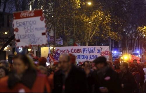 Trabajadores de Coca-Cola participan en la manifestación organizada por Comisiones Obreras.