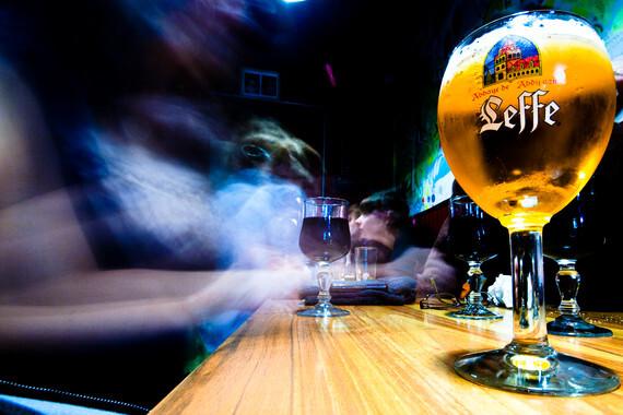 Trabajar-demasiado-aumenta-el-riesgo-de-alcoholismo_image_380