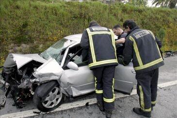 Uno de los muchos accidentes de tráfico ocurridos durante las fiestas navideñas. (Foto-DGT)