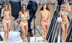 Victoria-Secret-Models-During-A-Photoshoot-In-Puerto-Rico-01-580x435