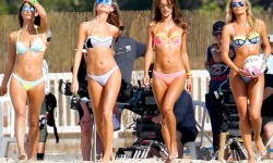 Victoria-Secret-Models-During-A-Photoshoot-In-Puerto-Rico-06-580x435