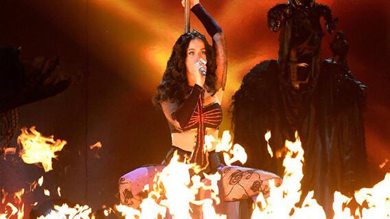 katy-perry-bruja-satanica-ritual-illuminati