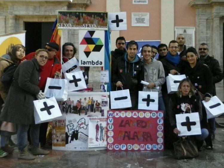 Representantes del colectivo Lambda Valencia en un acto reivindicativo: Foto de archivo