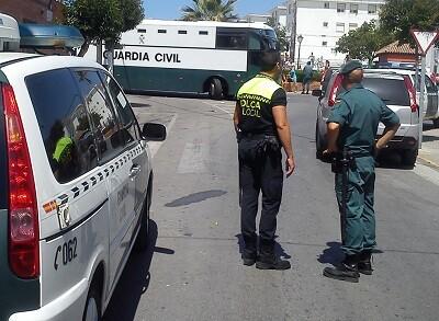 Agentes de la Guardia Civil en una operación de detenciones. (Foto-Agencias)