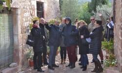 El Dr. Fernando Rojas explica los detalles al grupo visitantes.