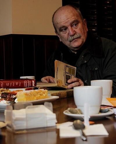El analista literario José Carlos Morenilla ofreciendo la masterclass.