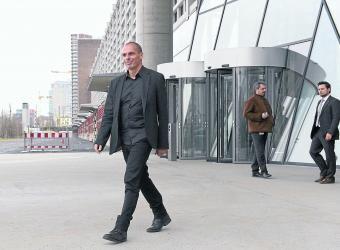 El nuevo ministro griego de Finanzas, Gianis Varoufakis, a su salida del Banco Central Europeo (BCE), en Fráncfort.
