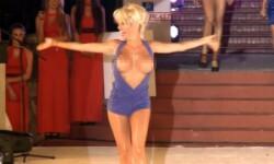 El polémico topless de Vicky Xipolitakis (1)