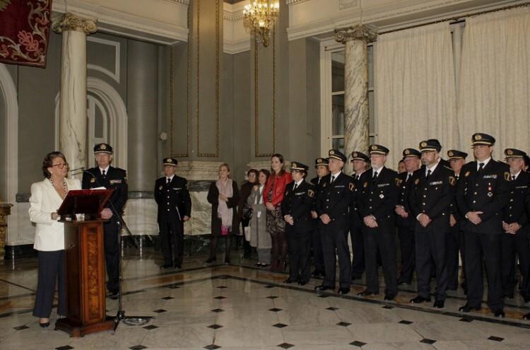 Rita Barberá destacó la capacidad de servicio a la comunidad de Andrés Rabadán desde que se hiciera cargo de la Policía Local de Valencia en 1997. Foto: Valencia Noticias