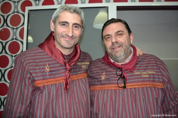 Juame Bertomeu, presidente de la Junta Local Fallera de Dénia, junto al pregonero de las fallas 2015, José Vicente Benavente.