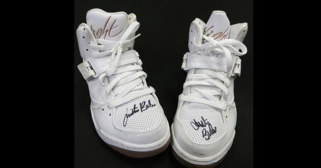 Justin Bieber, subasta, zapatillas,tenis (2)