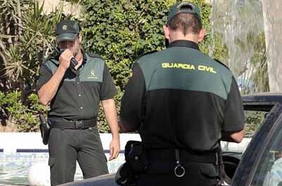 La Guardia Civil revisó vehñiculos e instalaciones.