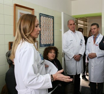 La Unidad de Patología de la Voz del Peset es una de las pocas de España que integra a otorrinolaringólogos, foniatras y logopedas.