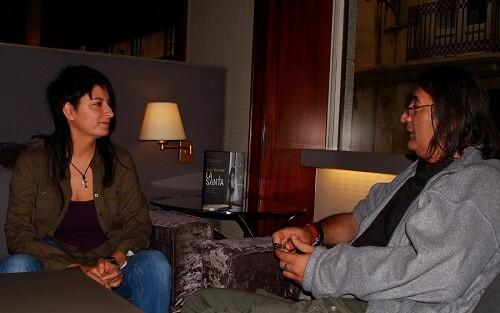 La autora durante un momento de la entrevista.