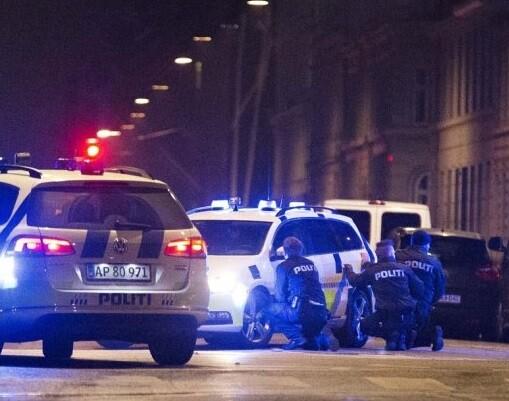 La policía de Copenhague rodea al sospechoso. (Foto-AFP)