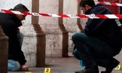 La policía judicial y la policía científica investigan la zona. (Foto-Agencias).