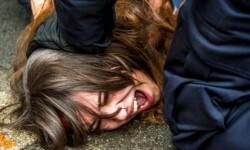 Las mujeres de Femen atacaron desnudas a Strauss-Kahn (1)