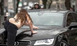 Las mujeres de Femen atacaron desnudas a Strauss-Kahn (2)