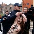 Las mujeres de Femen atacaron desnudas a Strauss-Kahn (5)