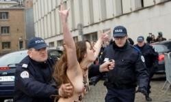 Las mujeres de Femen atacaron desnudas a Strauss-Kahn (7)