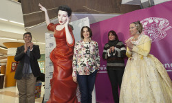 Luz, Casal, Ninot de Blanquerías todos contra el cáncer de mama (5)