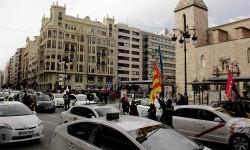 Más de 1.000 taxis dificultaron la circulación por el centro de la ciudad.