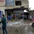 Restos de escombros son reogidos en el lugar donde se produjo el atentado. (Foto-AFP).
