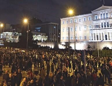 Siete mil griegos mostraron si indignación ante la negativa del BCE. (Foto-Agencias)