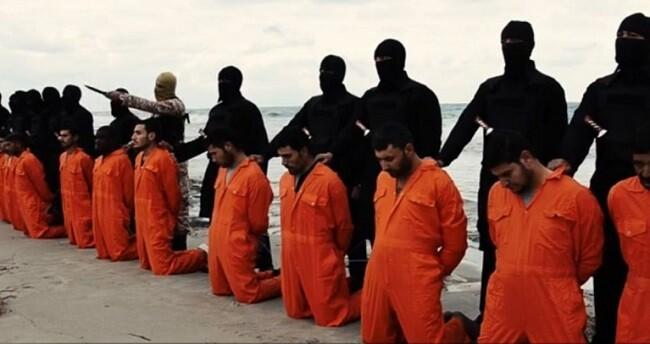 Soldados sunitas capturados por miembros del Estado Islámico.