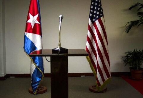 Tribuna vacía pocos minutos antes de la rueda de prensa sobre los acuerdos bilaterales. (Foto-AP)