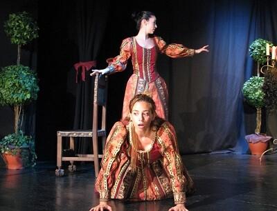 Una de las divertidas escenas de la obra teatral.