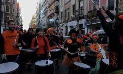 Varias batukadas recorrieron el barrio de Russafa. (Foto-Valencia Noticias)