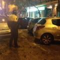 cae una rama en Conde Lumiares valencia sobre los vehiculos