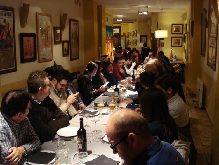 Asistentes a la cena del 2º Aniversario de la Plataforma Valencianista PLV en la Bodega El Mercat de Ruzafa