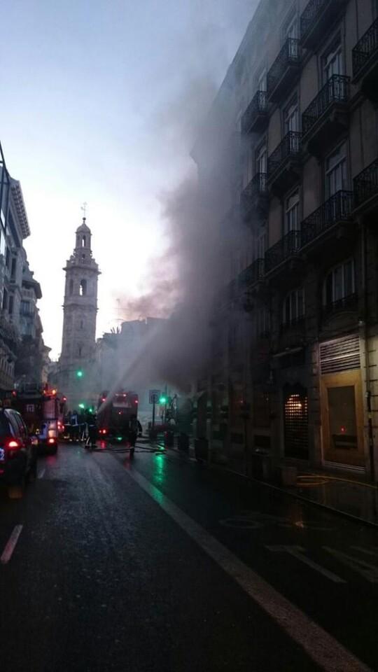 incendio en la calle la reina de valencia (1)