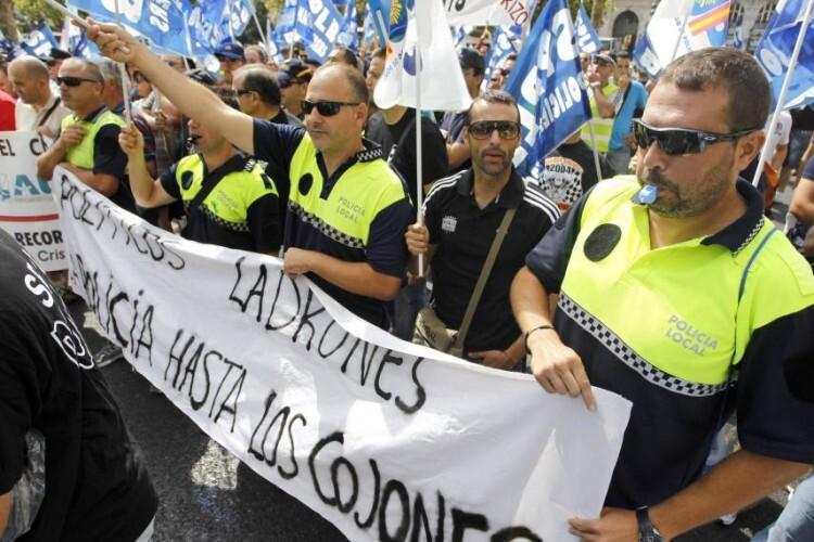 El sindicato policial, en una manifestación  de protesta del año pasado, ya pedían la dimisión del concejal de Seguridad Ciudadana. Foto de archivo